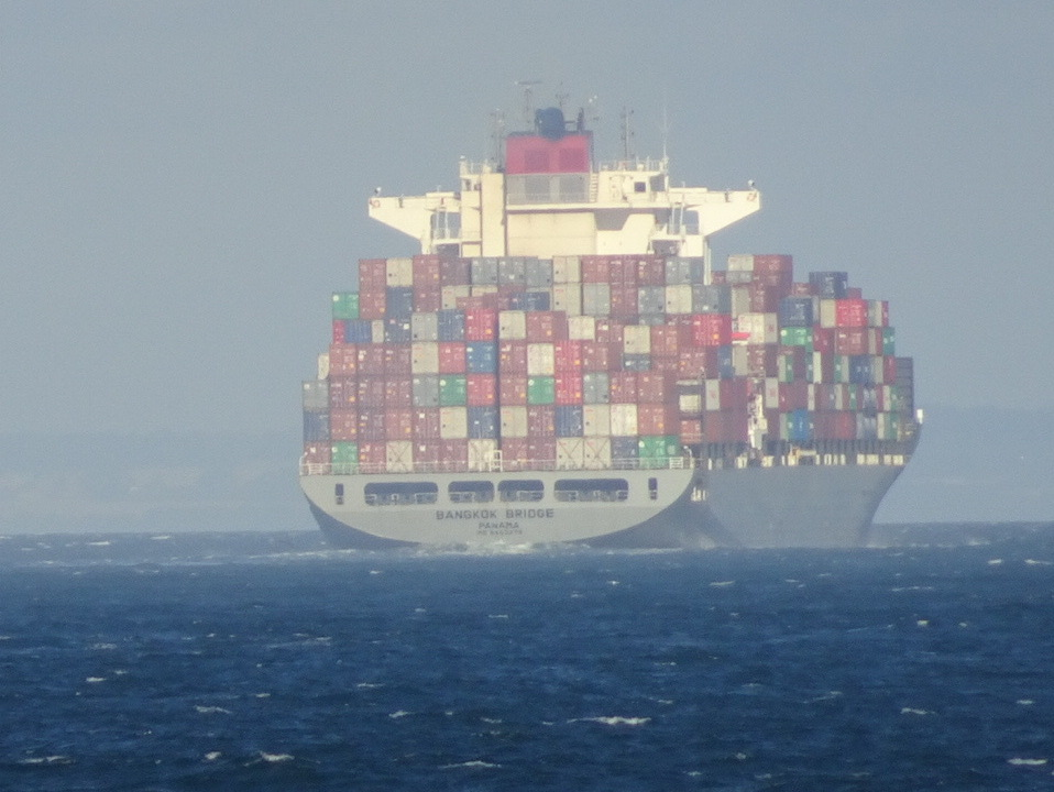 Container ship through Heads_0020