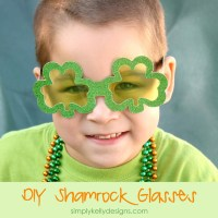 DIY Glittery Shamrock Glasses