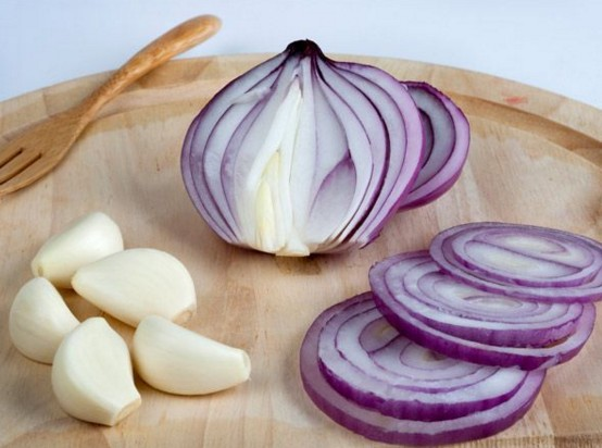 Onion And Garlic To Stop Hair Fall