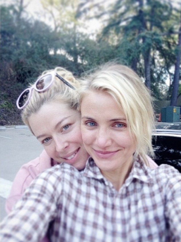 cameron diaz with out makeup with friends