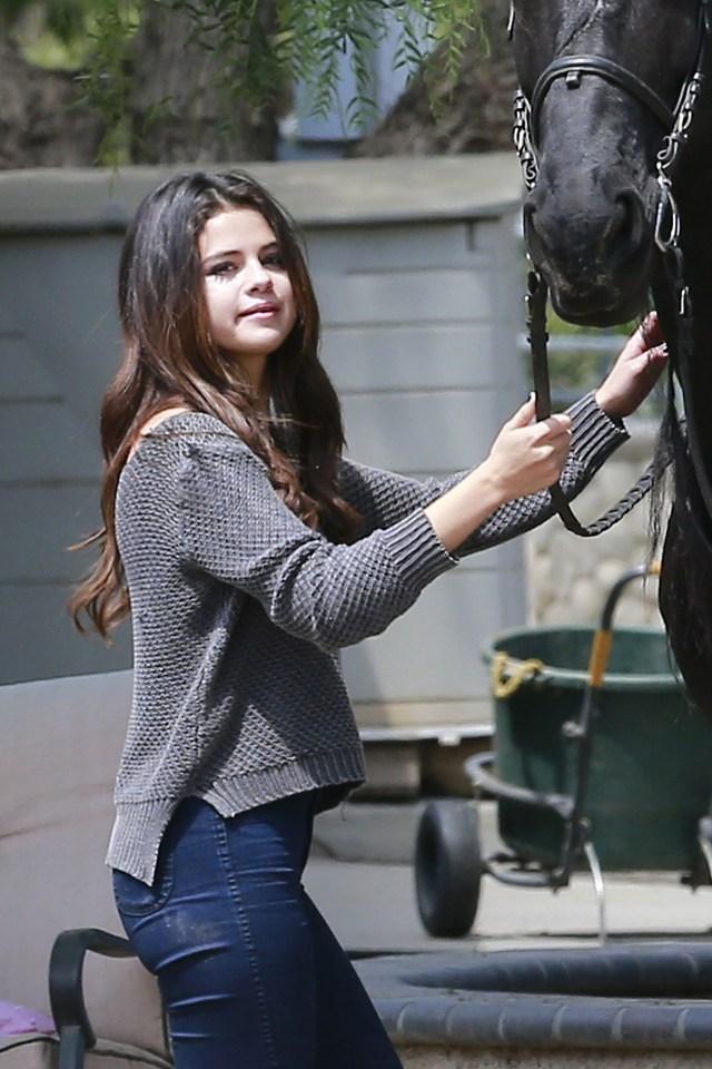 selena gomez with horse