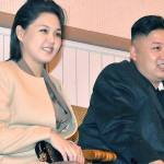 Ri Sol-ju, her purse and her husband.  Image via Focus.de