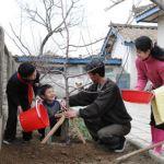 Ri Song-ryong and patriotic family in 2013   Image: Rodong Sinmun