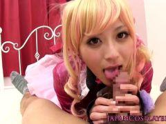 大人気AV女優のさとう遥希がアニキャラコスでせつくす!可愛い笑顔に美巨乳ボディがオススメな潮吹き抜ける動画