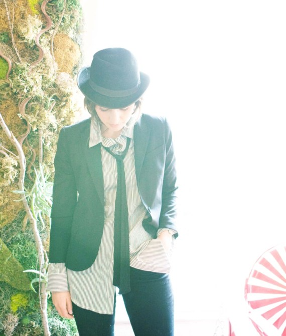 Women's suit and a top hat