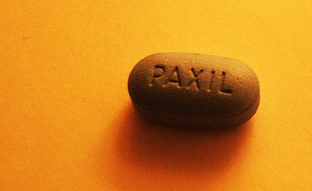 PaxilTablet640: Image obtained from https://commons.wikimedia.org/wiki/File:Paxil,_June_2003.jpg