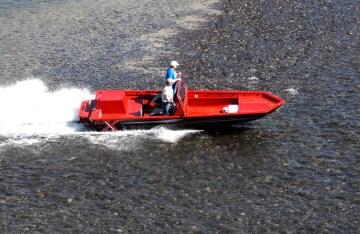 tunnel-hull-over-shallows-sjx-jet-boats1