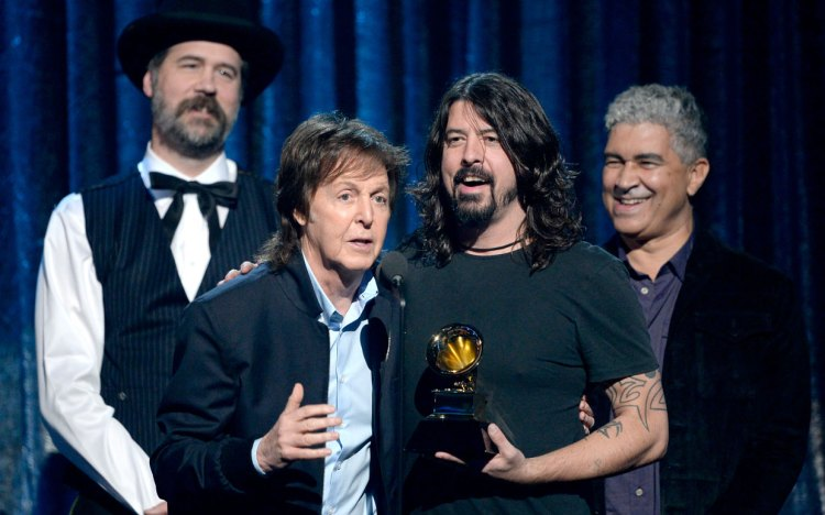 paul-mccartney-dave-grohl-grammys-ftr