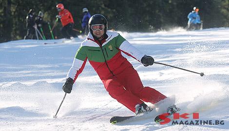 Президентът Плевнелиев показва майсторски умения със ските в Олимпийски екип. Снимка: SkiMagazine