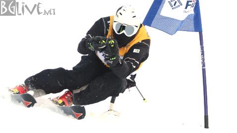 Чавдар Попов по време на спускането си.