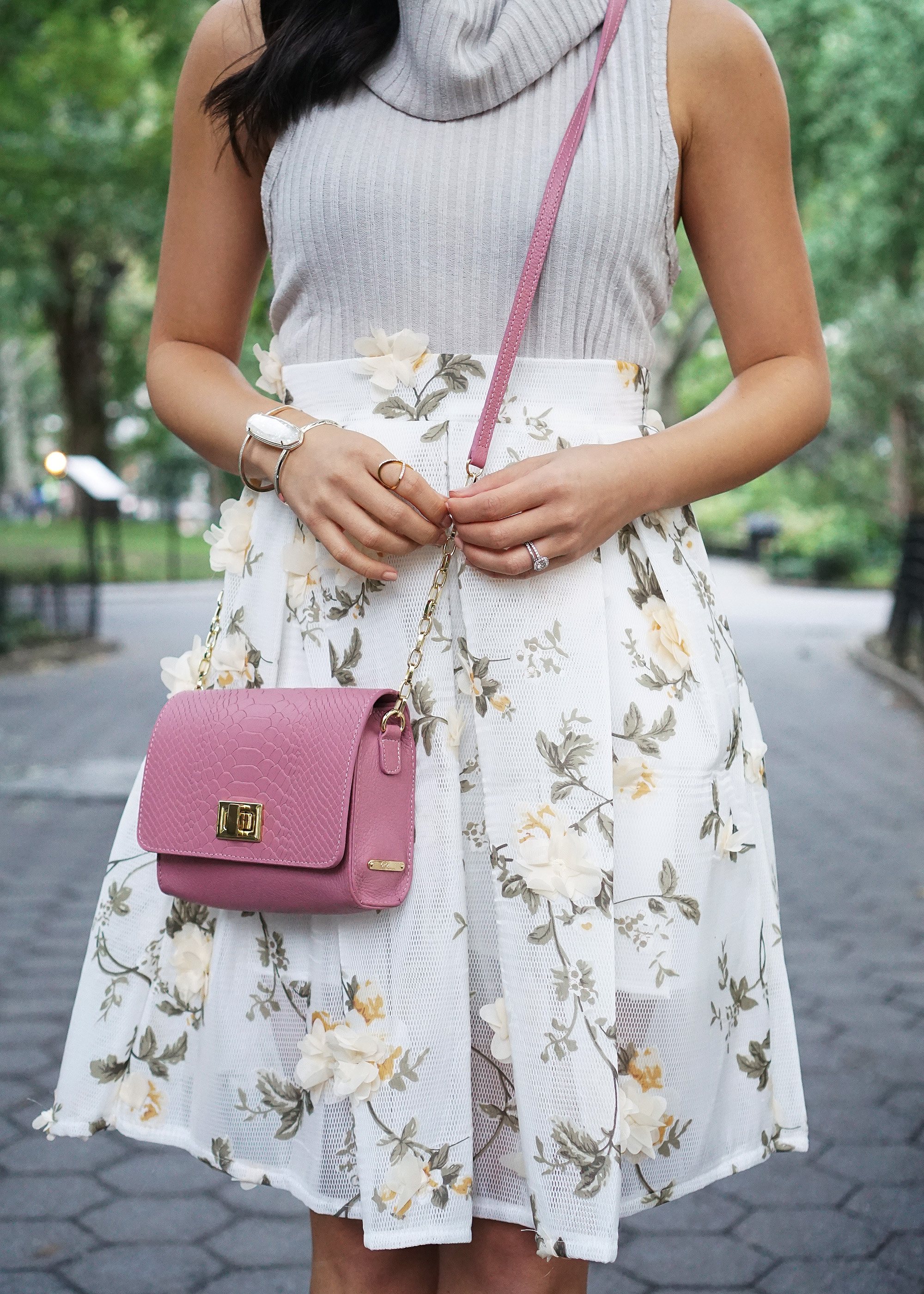 Skirt The Rules / Pale Pink Crossbody Bag
