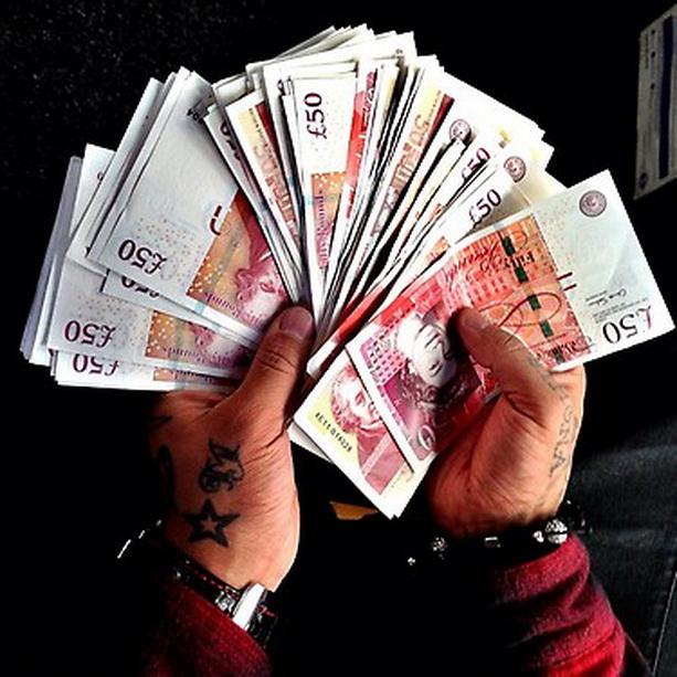 деньги фунты стерлингов