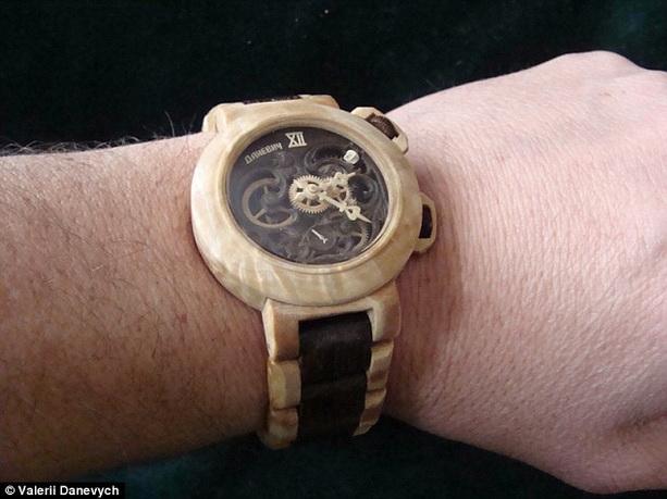 часы из дерева Валерий Даневич