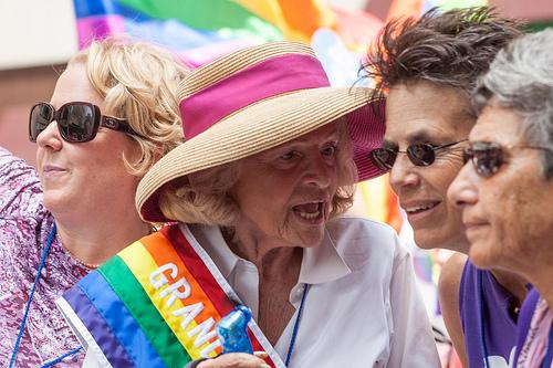 판결 직후, '뉴욕시 프라이드' 행진 행사에 참석한 이디스 윈저   (FreeVerse Photography_NC_SA) (2013년 6월 30일, 뉴욕시)