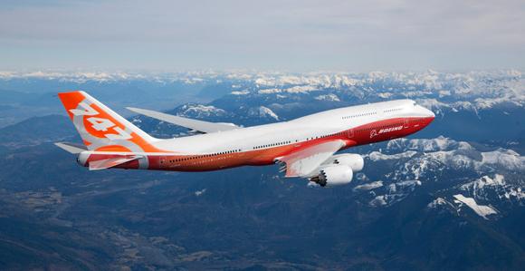 보잉 747의 모습 (사진 출처: http://www.boeing.com/boeing/commercial/747family/index.page? )