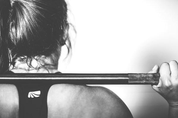 운동 여성 스쿼트