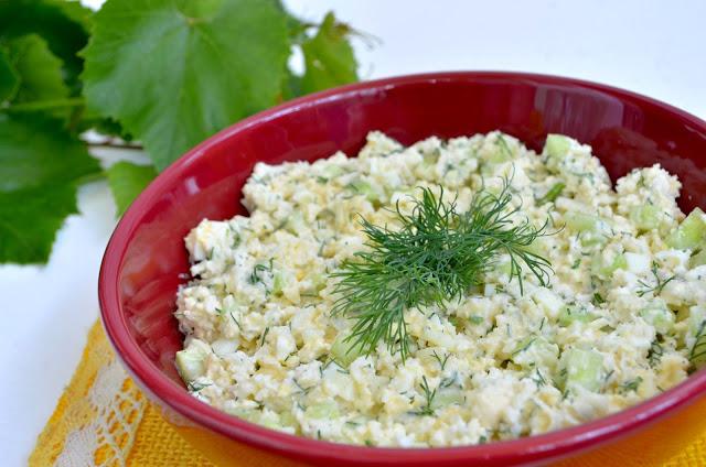 Sałatka z kalafiorem i ogórkiem do potraw z grilla + film