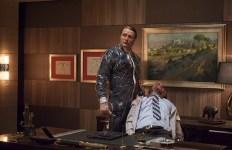 """Hannibal en pleine action. """"Ah, salut ! Je termine et j'arrive"""""""