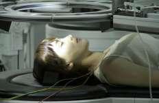 Real ajoute beaucoup de psychologie à l'exploration des limbes de la conscience d'Atsumi.