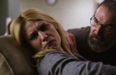 """Carrie en veut encore à Saul de lui avoir raconté la mort de Prue dans """"Charmed""""..."""
