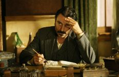 Al-Swearengen-deadwood-16934275-2560-1707