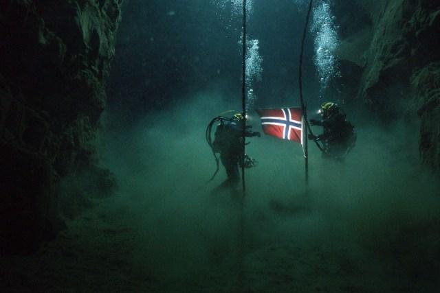 De sublimes séquences de plongée sous-marine cimentent l'intérêt d'un projet souvent passionnant. (Crédit : KMBO)