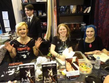 Les 3 auteures de Black Mambo au Salon du Livre de Paris : Vanessa Terral, Sophie Dabat et Morgane Caussarieu