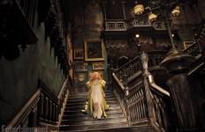 Mia Wasikowska dans le somptueux manoir