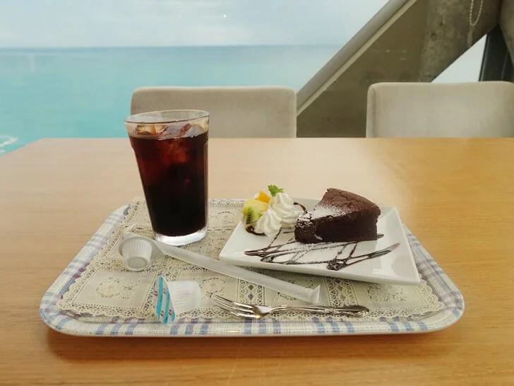 SEAHOUSEで注文したガトーショコラとアイスコーヒを撮影した写真