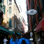 Students walked through the streets of Venice. Photo by Molly Howland.