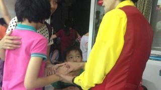 ベトナムの孤児院で盲目のピアニストに出会った。