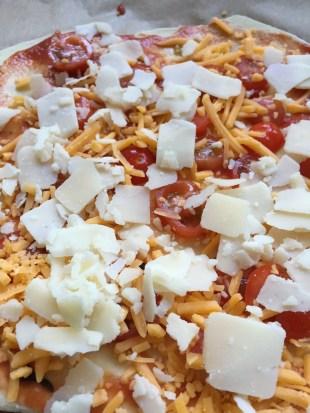 Pizza Rezept Pizza Margherita mit einem Dinkelmehlpizzaboden