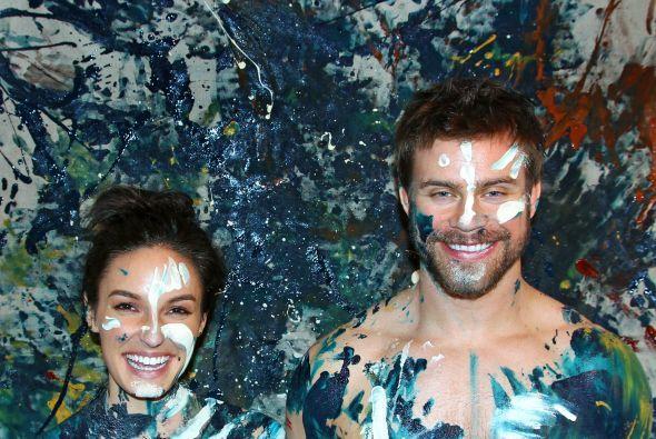 En 2013 Esguerra sacude el mundo de los retratos al producir pinturas que celebran el amor y el arte al presentar parejas teniendo sexo sobre un lienzo.