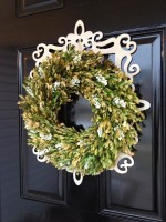 DIY: Framed Boxwood Wreath