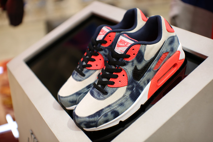 "Photo03 - Interview with Sports Lab by atmos Director Koji ""NIKE AIR MAX 90 Bleach Denim Collection"""