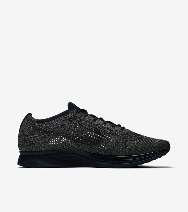 nike-flyknit-racer-triple-black-midnight02