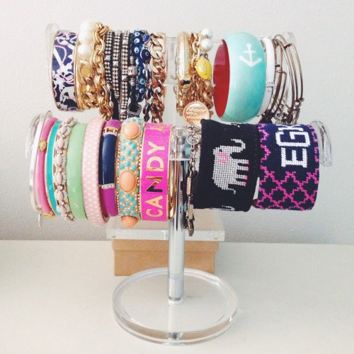 How to display and store bracelets