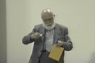VIDEO: James Randi demuestra cómo leer el contenido de un sobre cerrado