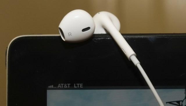 iPhone 5, earbuds, iPhone 5 earbuds, leak, Apple, Vietnam,