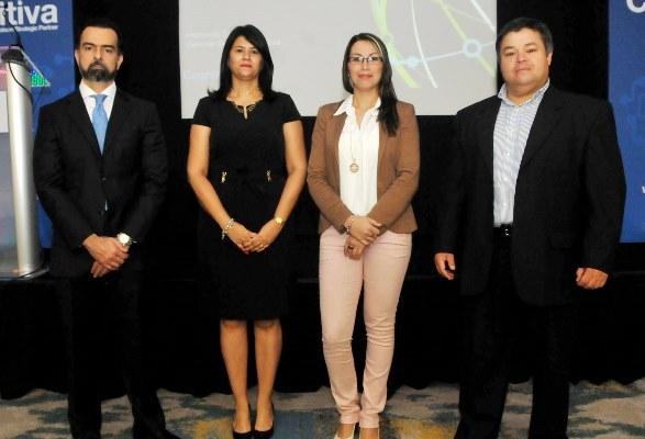 Gustavo Pascal, Rosa Fatule, Vanessa        Alfaro y Hernando Segura