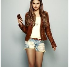 selena gomez_holly wood