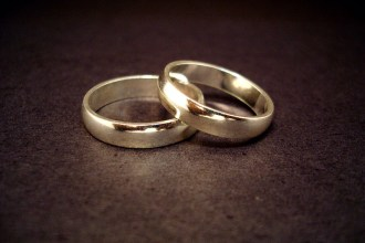 Wedding-Rings-groom_bride