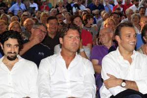 Renzi (right) rescues Berlusconi