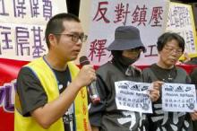 Hong Kong activists hold a support rally for striking workers in Yue Yuen (Lennon Wing-Dah Wong)