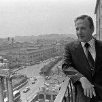 Luigi Petroselli, sindaco di Roma, si affaccia dal suo ufficio in Campidoglio, Roma, 21/09/1979
