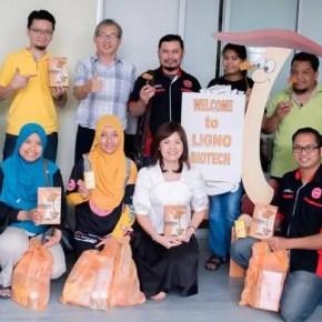 Team bloggers daripada Kelab Blogger Ben Ashaari yang melawat kilang Cendawan Susu Harimau