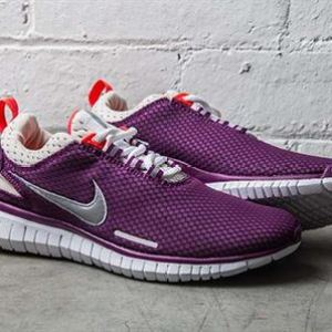 nike-womens-free-og-breeze-bright-grape-laser-crimson-01