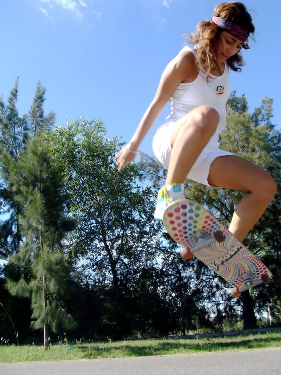 girl-skateboard-ollie
