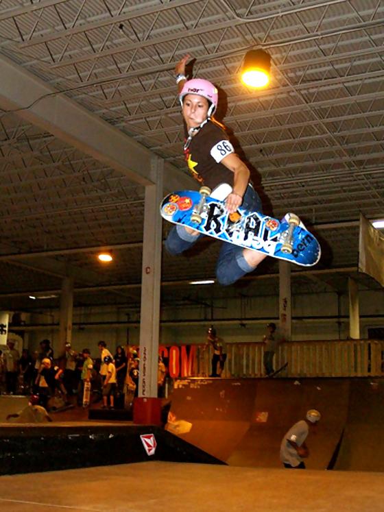 girl-skateboard-ramp