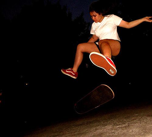 skirtboarder-heel-flip